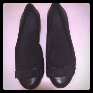 Abella black ballet flats in black with bow